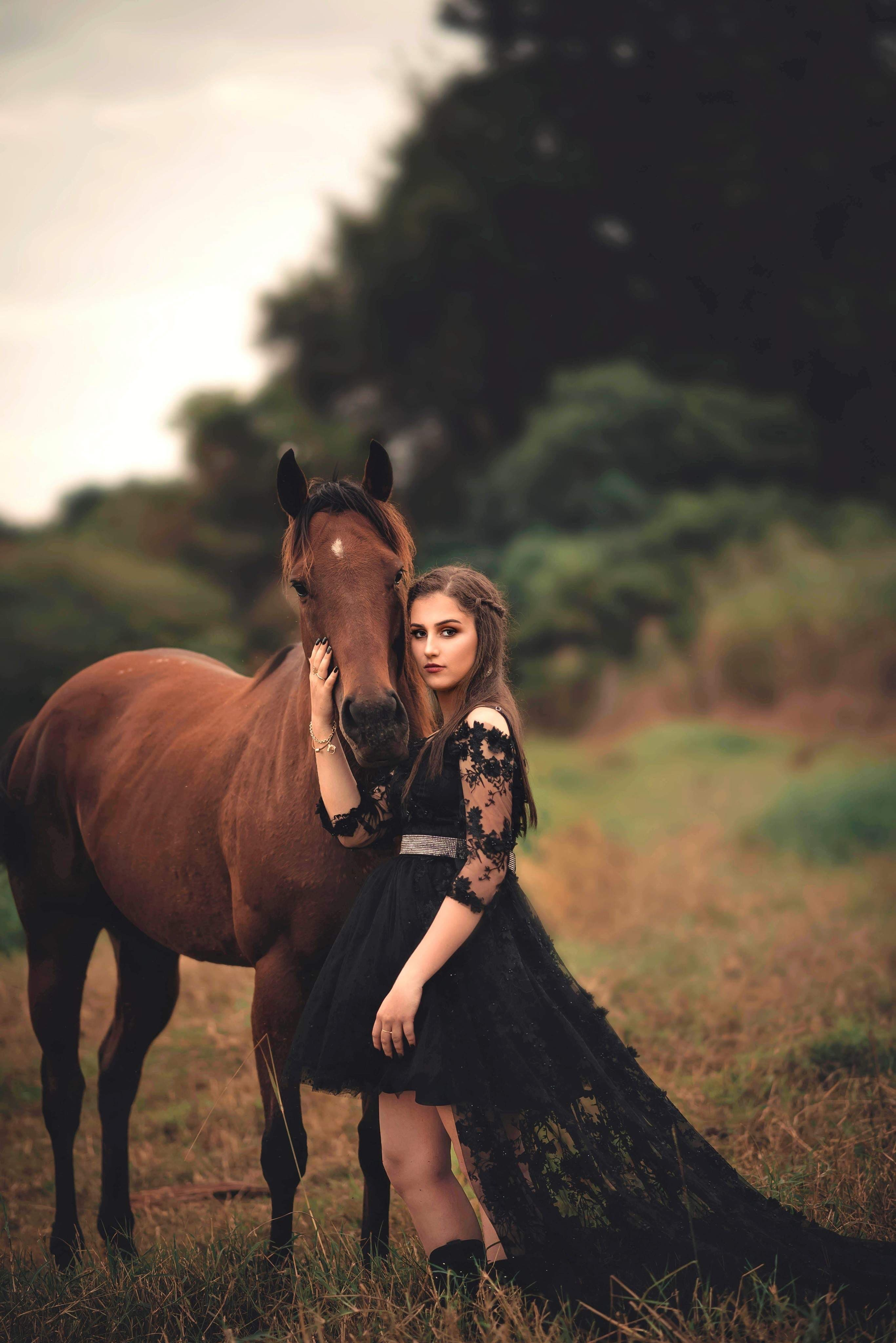 10 Gift Ideas If Your Girlfriend Likes Horses Whattobuyyourgf
